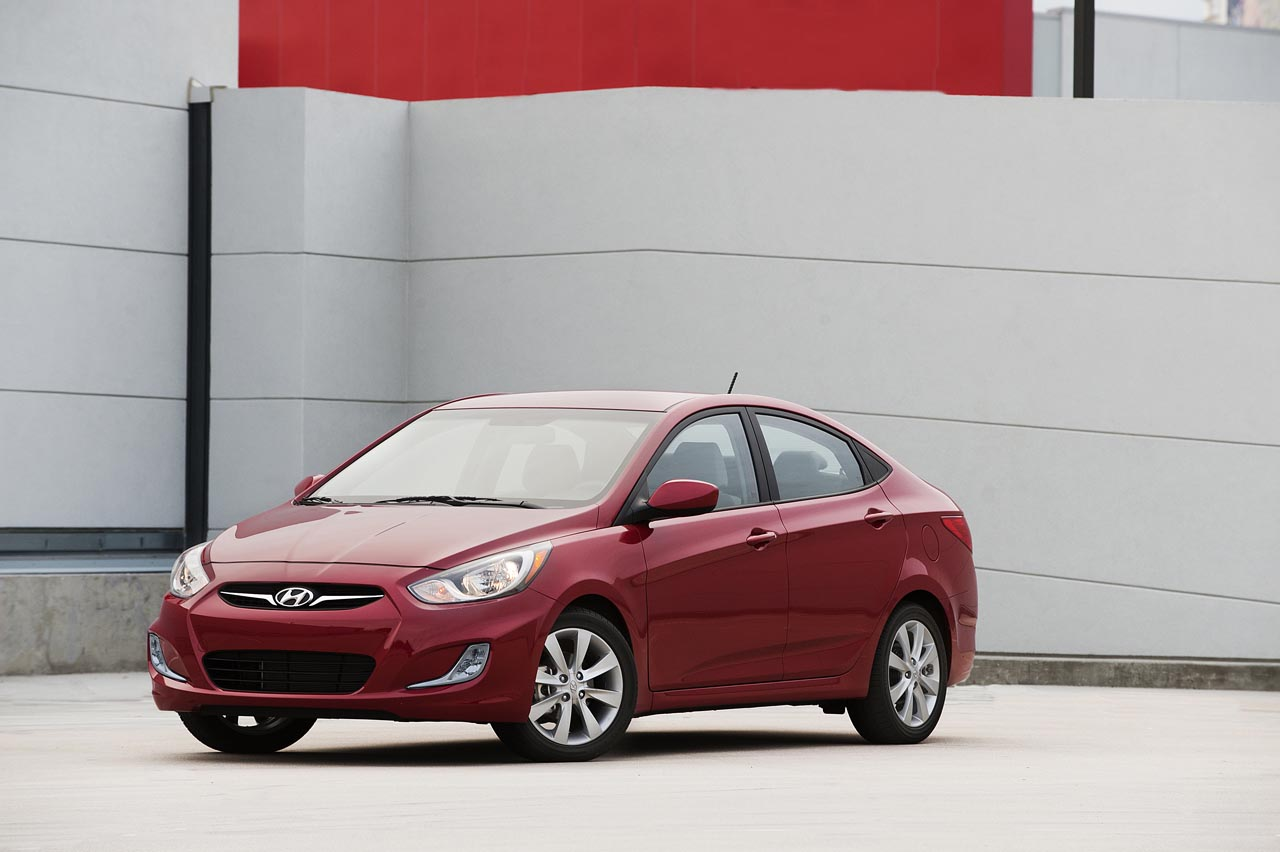 2012 Hyundai Accent (Photo 1 of 18)