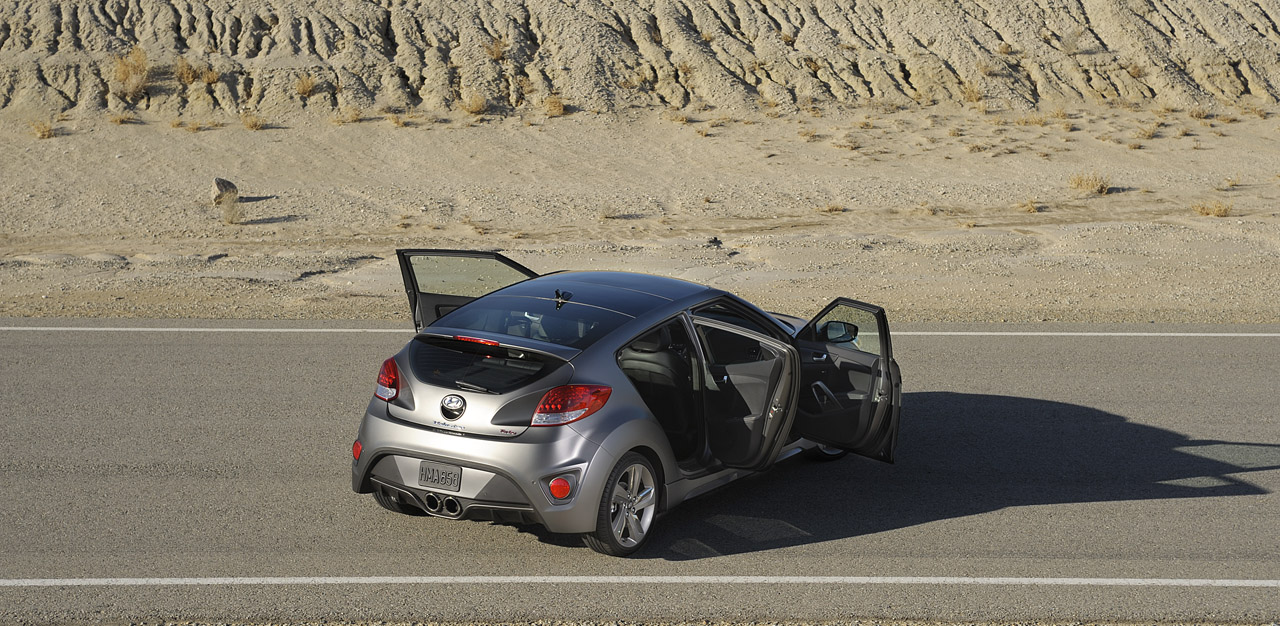 2013 Hyundai Veloster Turbo Rear Angle (Photo 8 of 11)