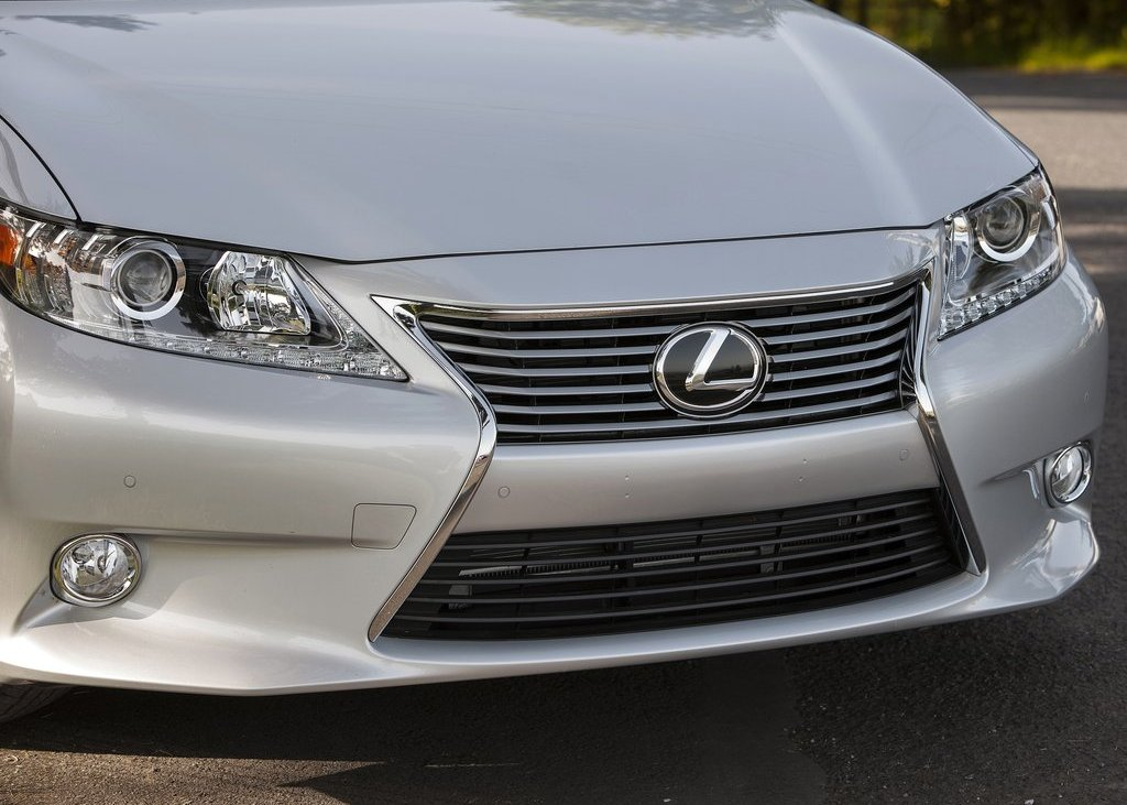 2013 Lexus ES350 Front View (View 4 of 15)