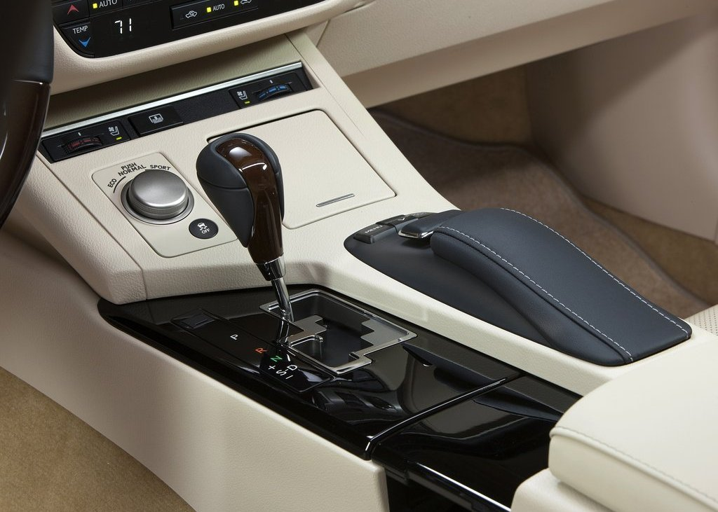2013 Lexus ES350 Interior (Photo 7 of 15)