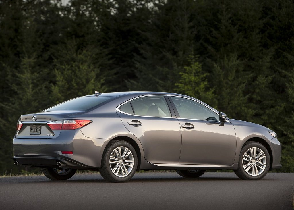 2013 Lexus ES350 Rear Angle (View 8 of 15)