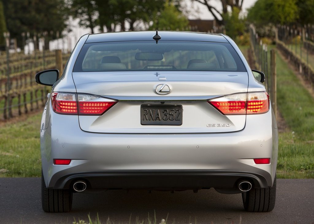 2013 Lexus ES350 Rear (Photo 9 of 15)