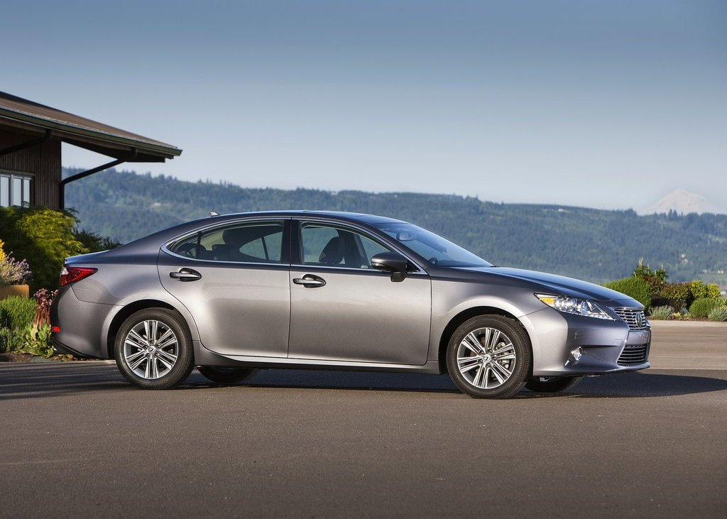 2013 Lexus ES350 Right Side (View 10 of 15)