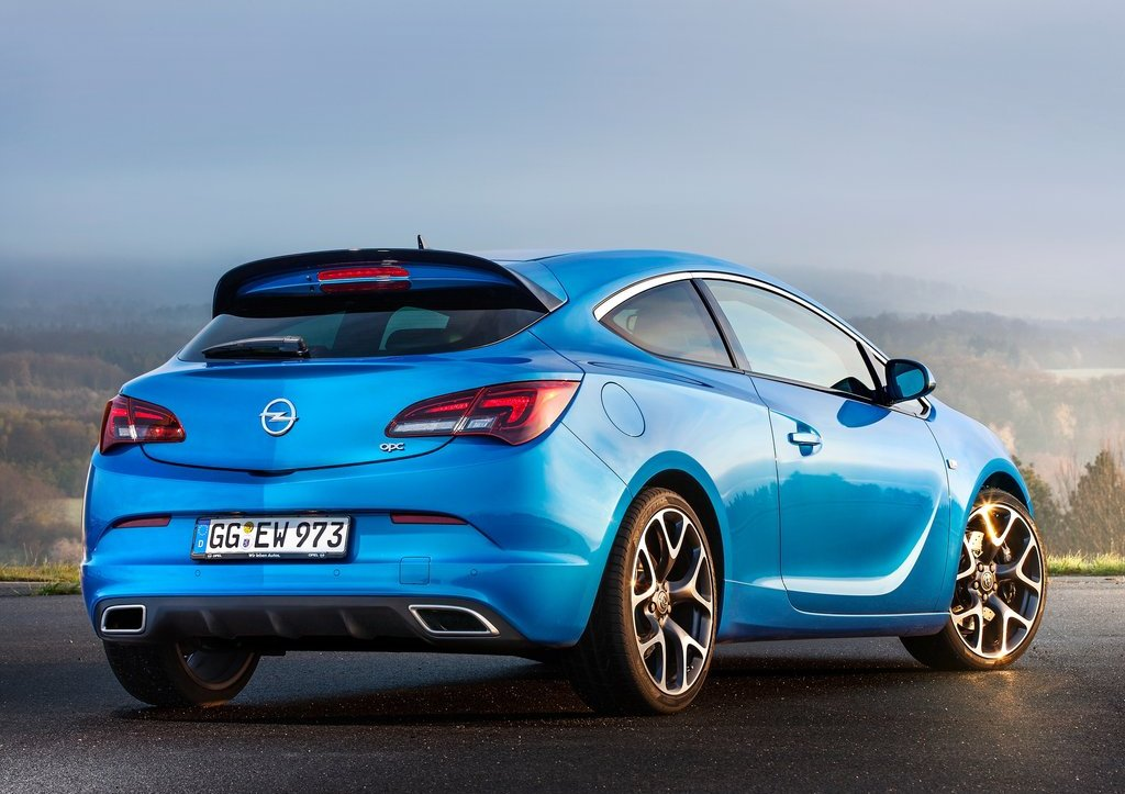 2013 Opel Astra OPC Rear Angle (Photo 13 of 16)