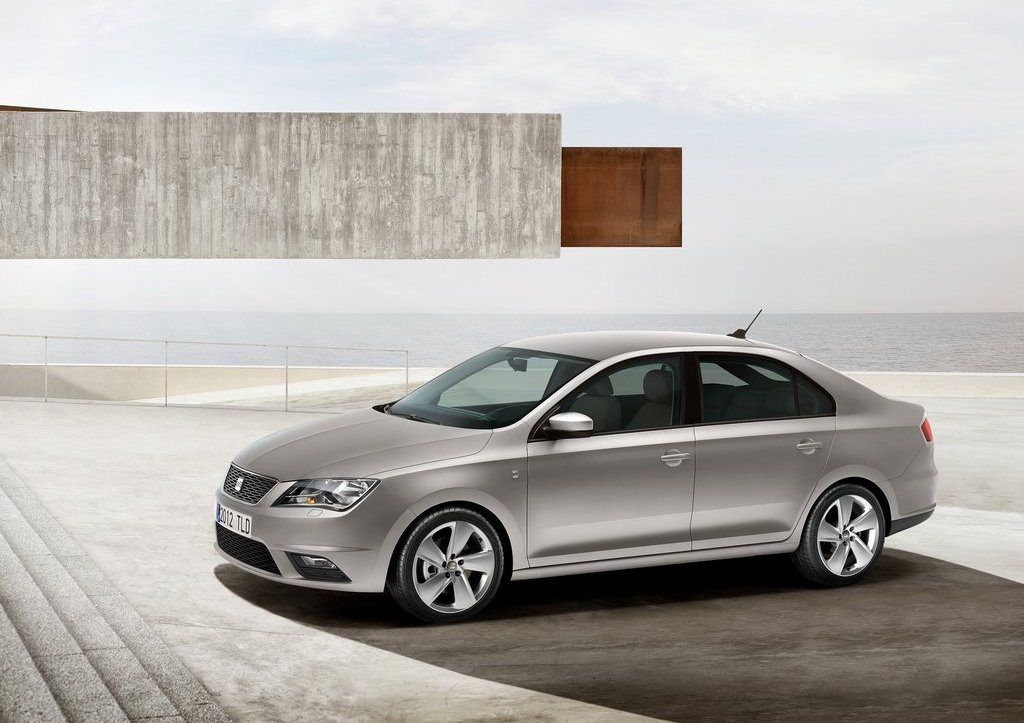 2013 Seat Toledo Front Angle (Photo 2 of 7)
