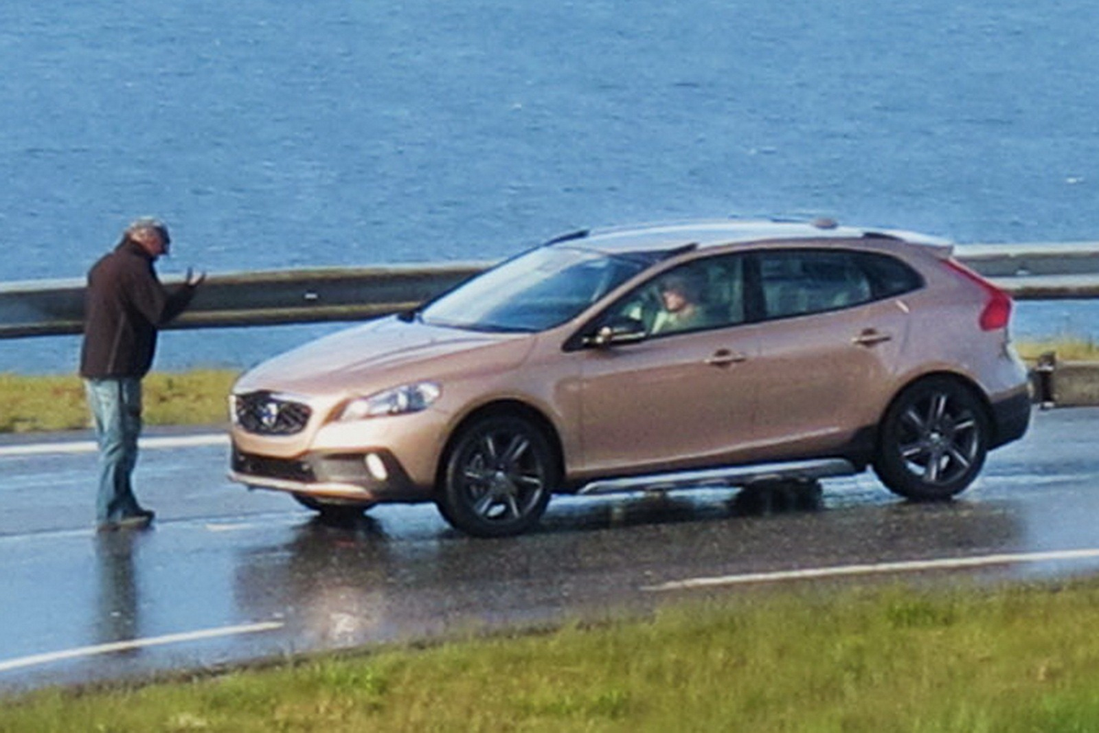 Featured Image of 2013 Volvo XC40 Adopted V40 Design