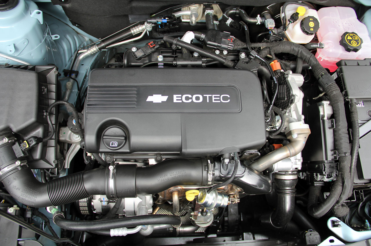 2012 Chevrolet Cruze Wagon Engine (Photo 2 of 17)