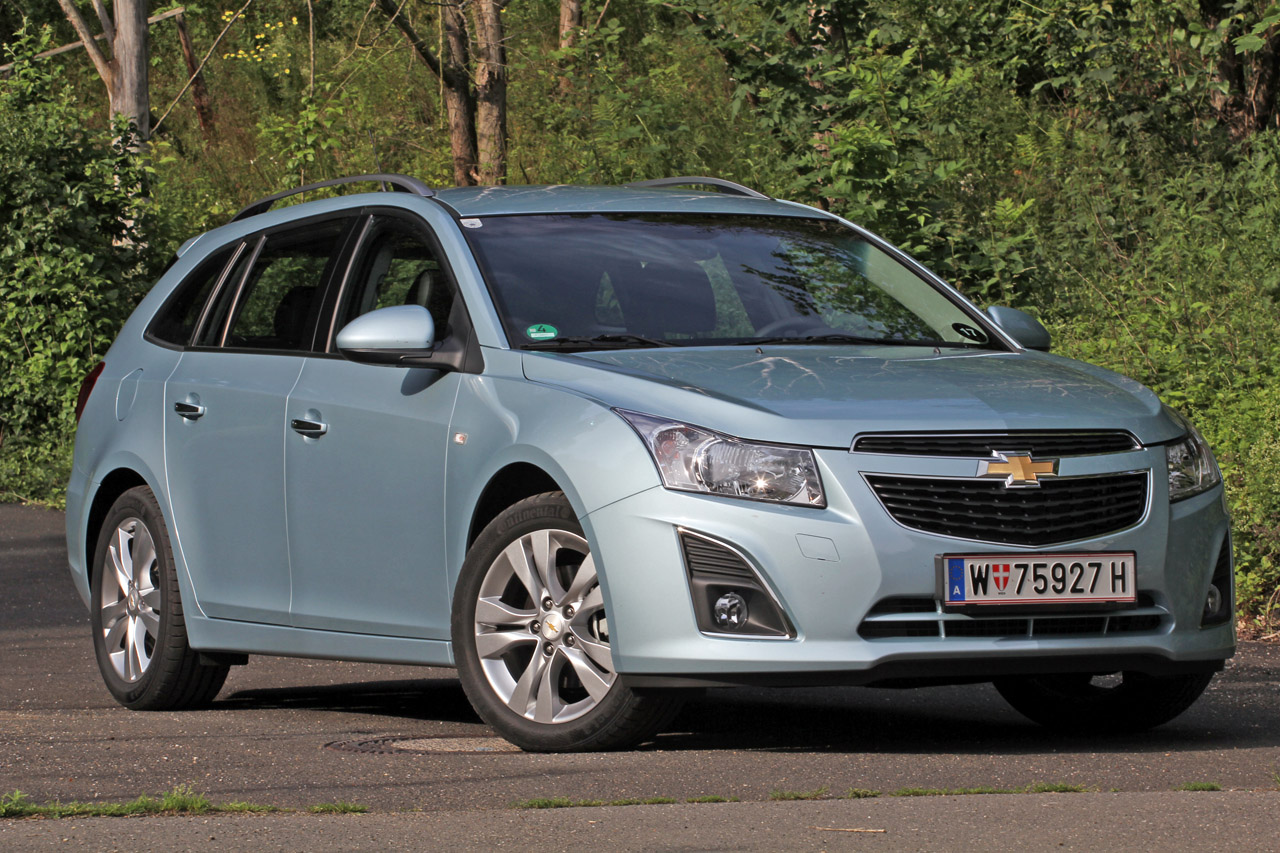 2012 Chevrolet Cruze Wagon Front View (Photo 7 of 17)