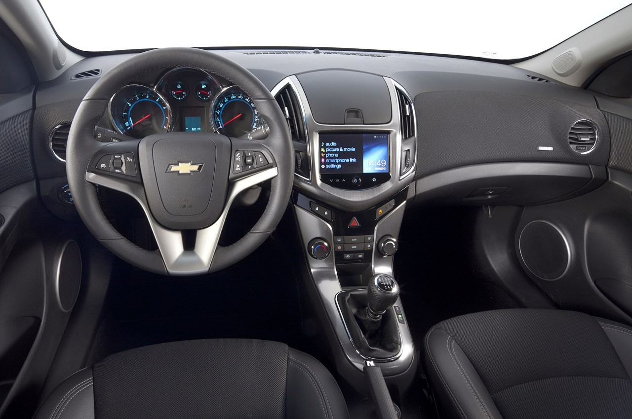 2012 Chevrolet Cruze Wagon Interior (Photo 10 of 17)