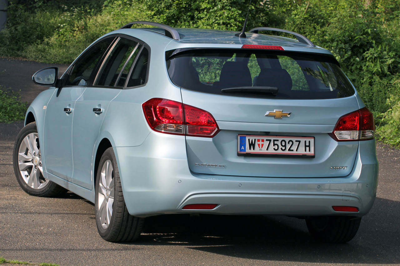 2012 Chevrolet Cruze Wagon Rear Angle (Photo 13 of 17)