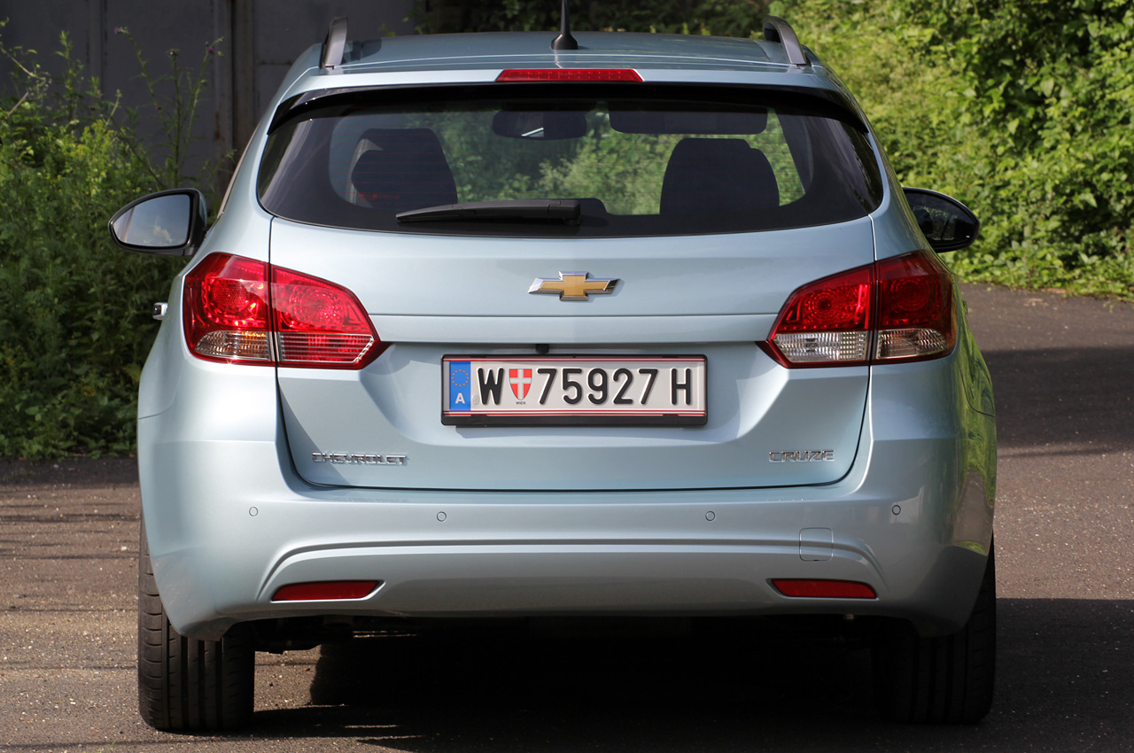 2012 Chevrolet Cruze Wagon Rear (Photo 12 of 17)