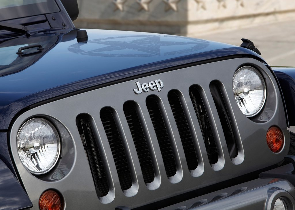2012 Jeep Wrangler Freedom Edition Grill (Photo 5 of 7)