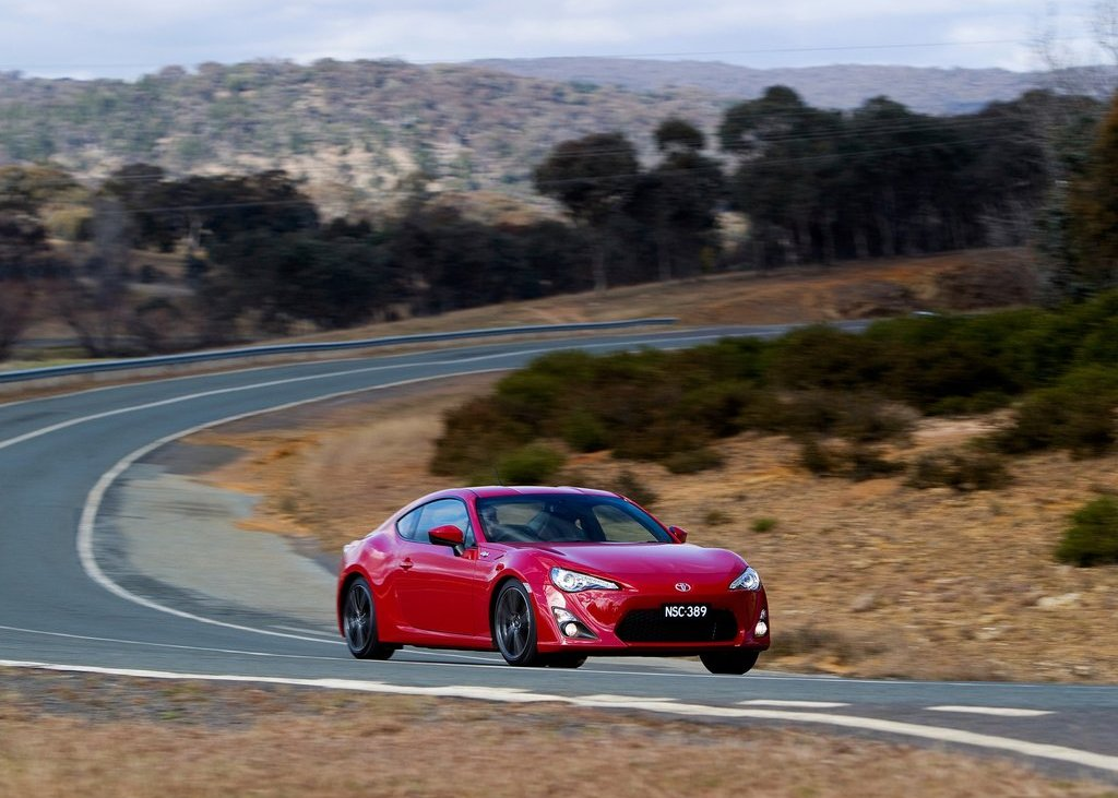 2012 Toyota 86 GTS Front View (Photo 7 of 13)