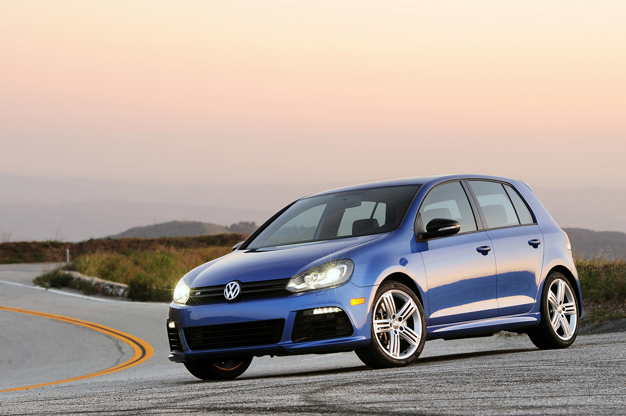 2012 Volkswagen Golf R Front Angle (Photo 7 of 16)