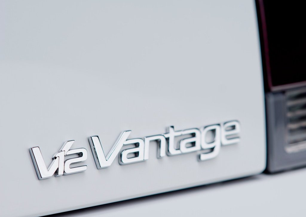 2013 Aston Martin V12 Vantage Roadster Emblem (Photo 2 of 12)