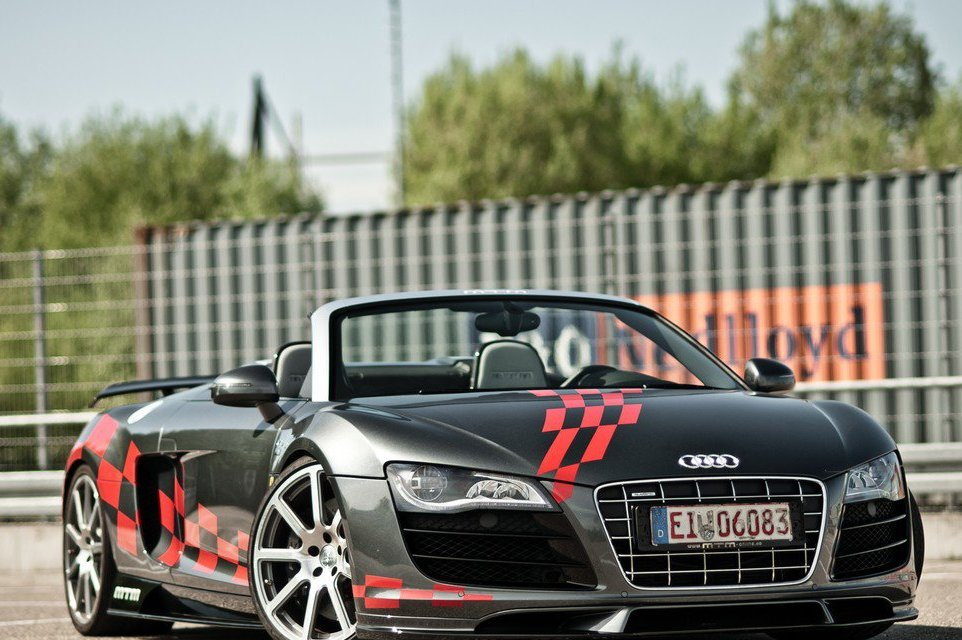 2013 Audi R8 V10 Spyder Front Angle (Photo 5 of 14)