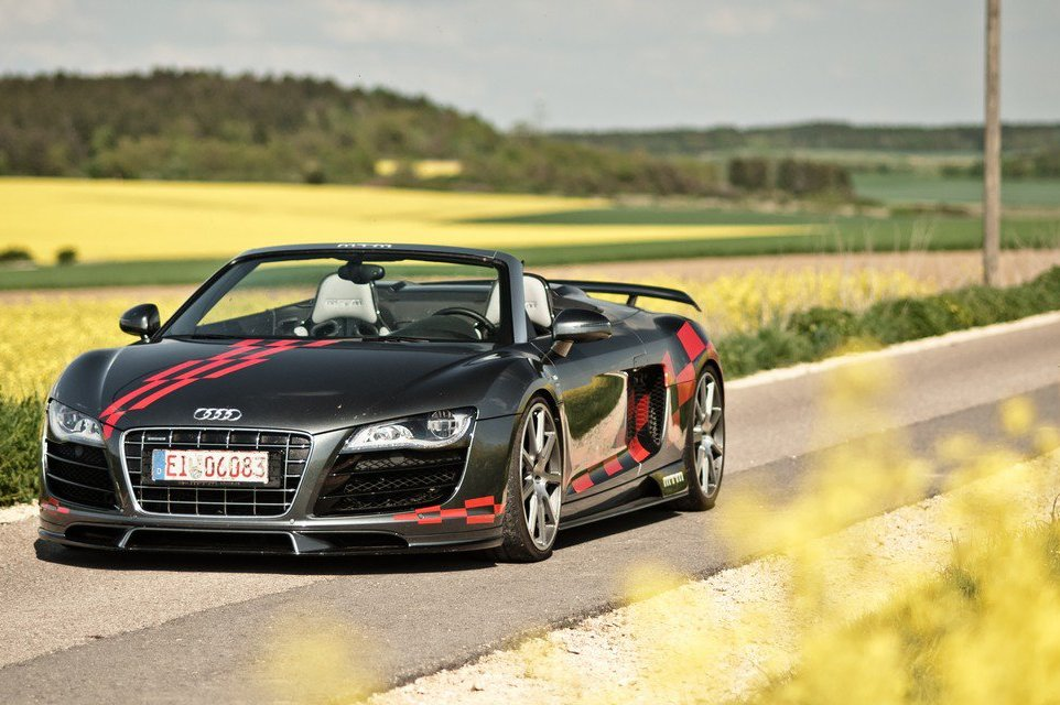 2013 Audi R8 V10 Spyder Front View (Photo 6 of 14)