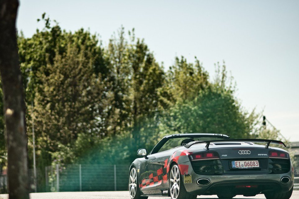 2013 Audi R8 V10 Spyder Rear Angle (Photo 11 of 14)
