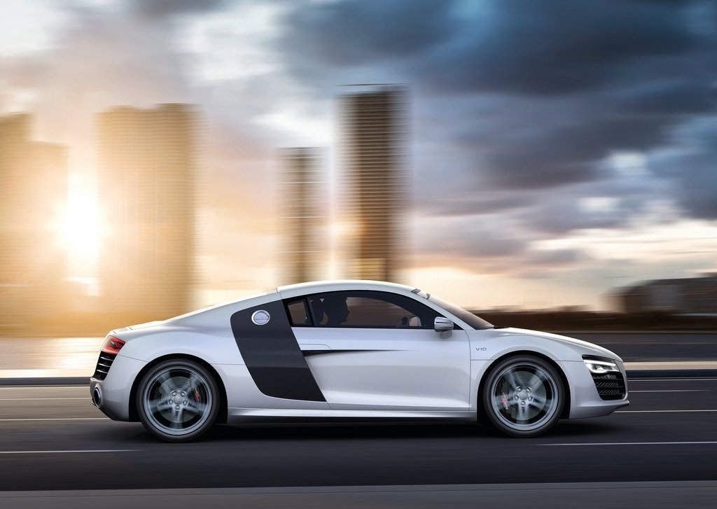 2013 Audi R8 V10 Side (Photo 3 of 4)
