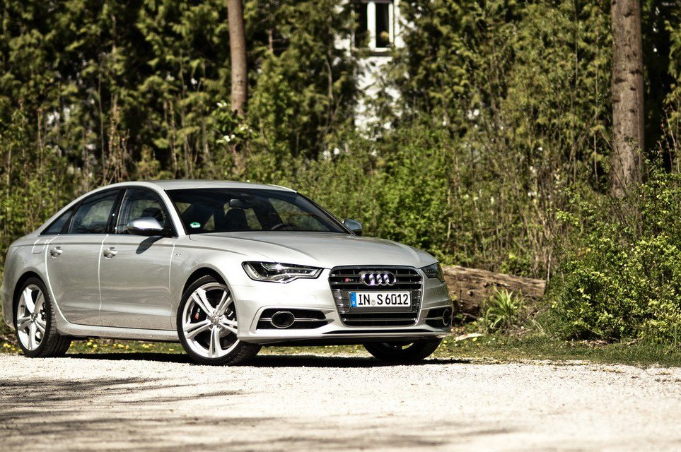 2013 Audi S6 Price and Review Pictures Gallery (11 Images)