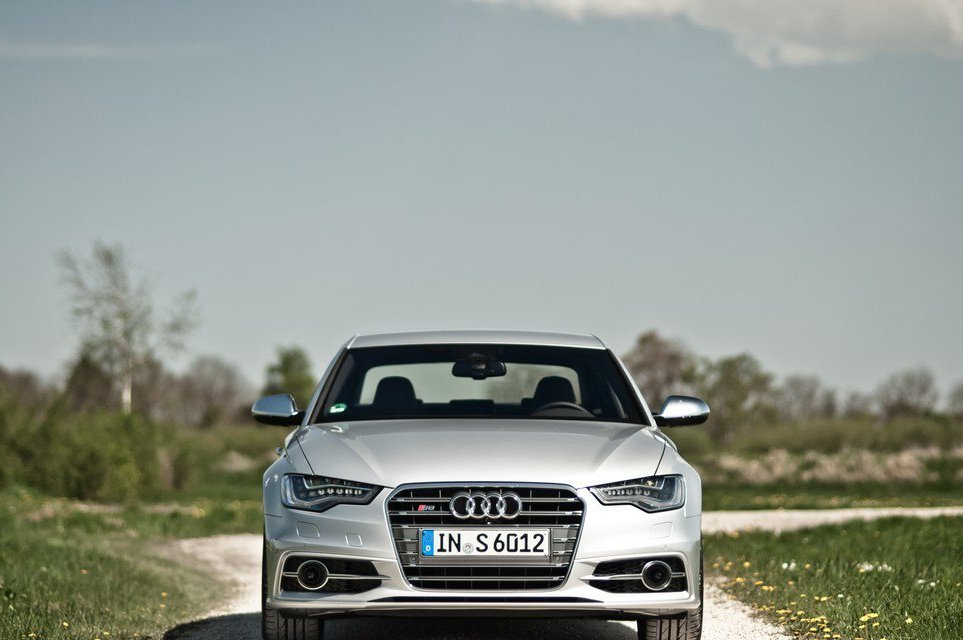 2013 Audi S6 Front (Photo 4 of 11)