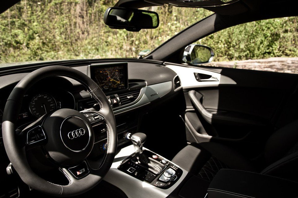 2013 Audi S6 Interior (Photo 4 of 11)