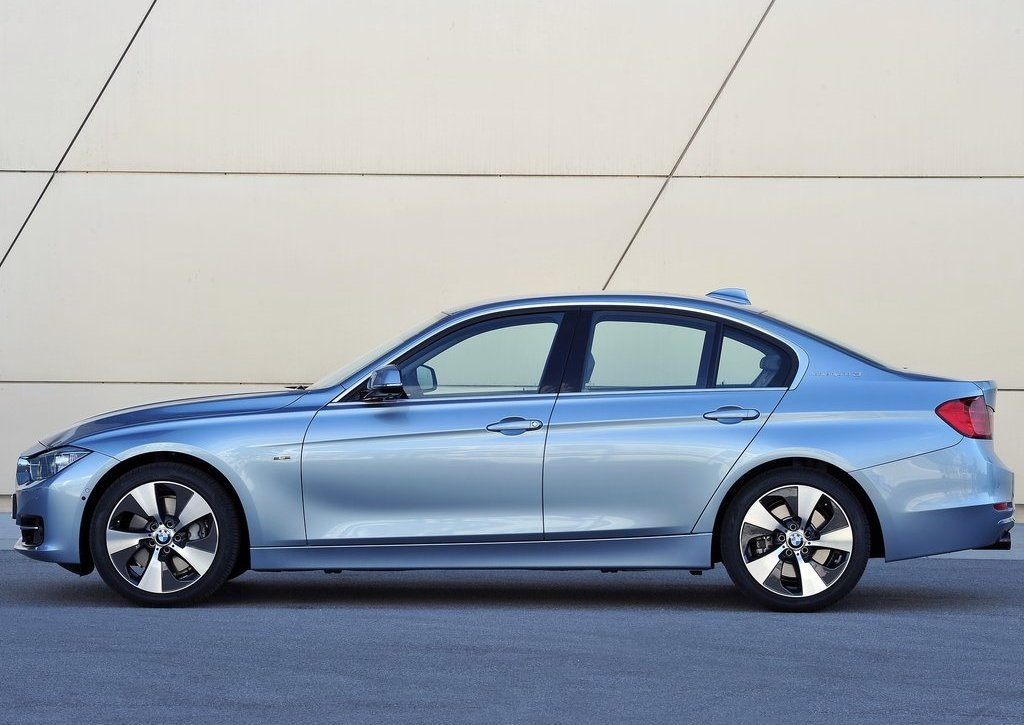 2013 BMW 3 Series Active Hybrid Left Side (Photo 8 of 15)