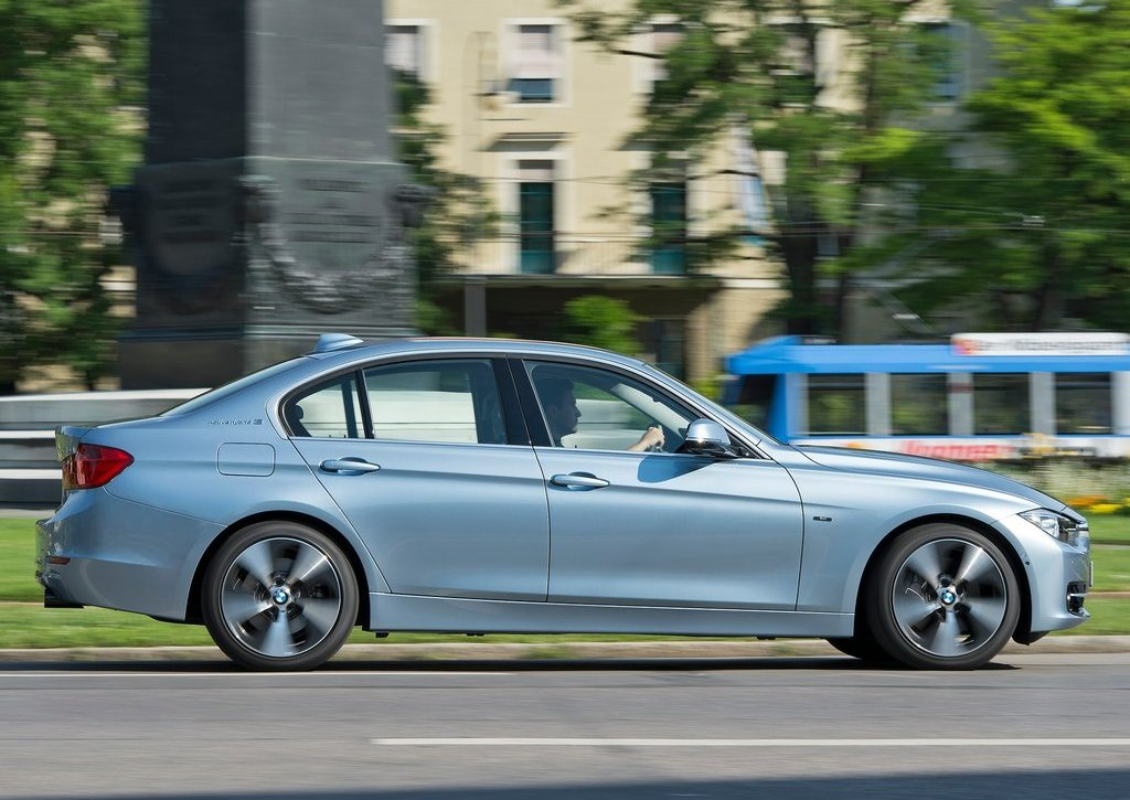 2013 BMW 3 Series Active Hybrid Right Side (Photo 11 of 15)