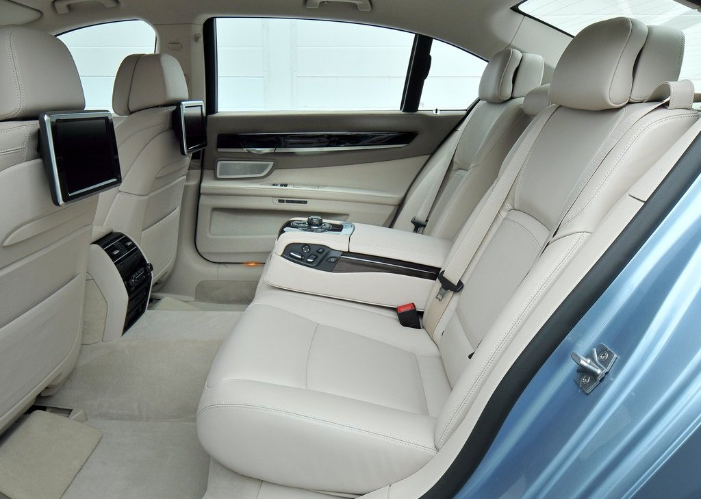 2013 BMW 7 ActiveHybrid Back Seat (Photo 2 of 14)