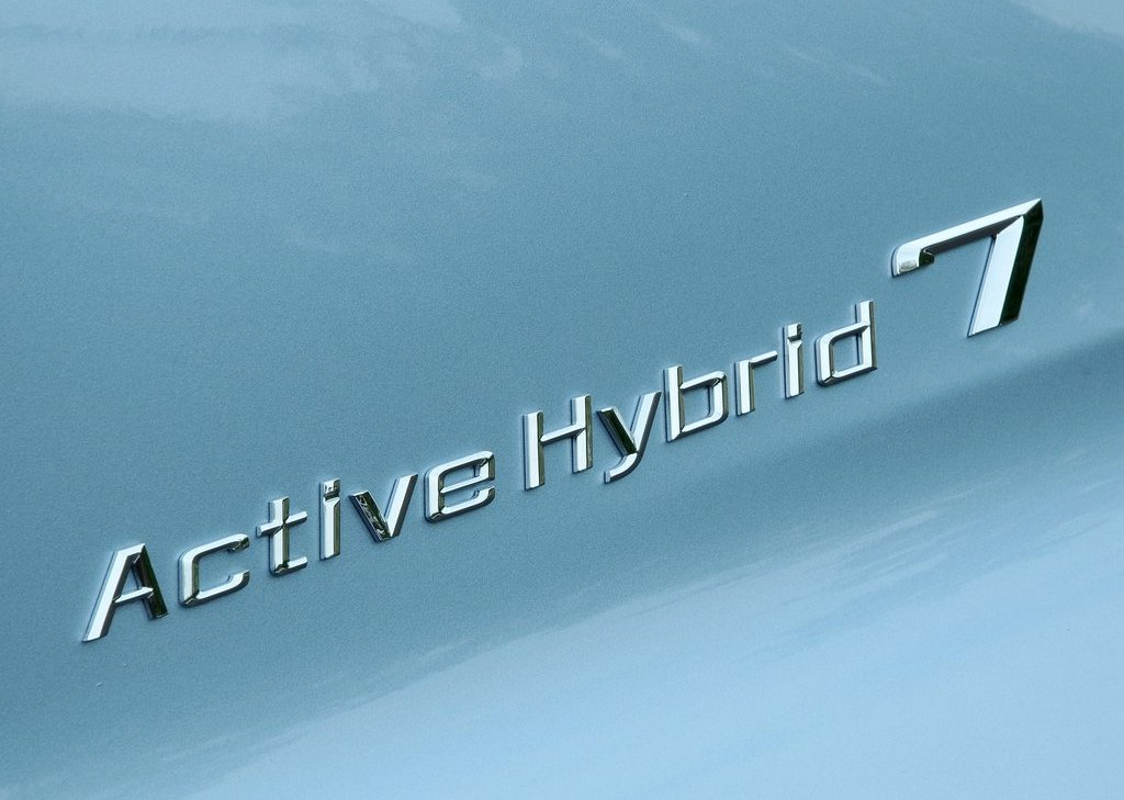 2013 BMW 7 ActiveHybrid Emblem (Photo 3 of 14)