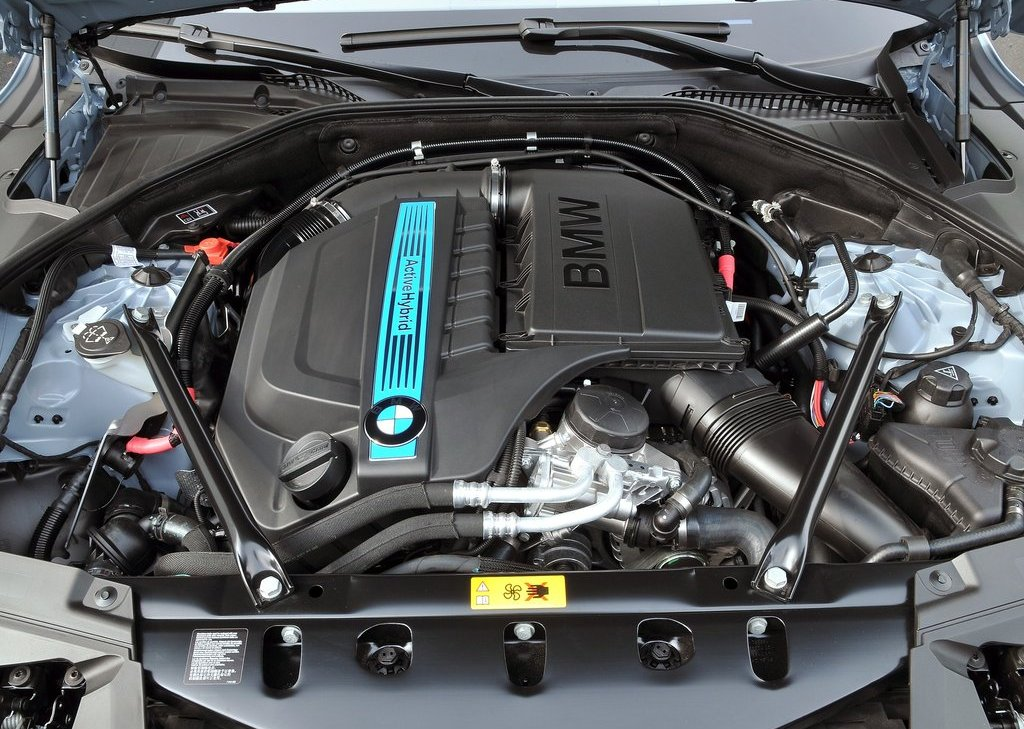 2013 BMW 7 ActiveHybrid Engine (Photo 4 of 14)