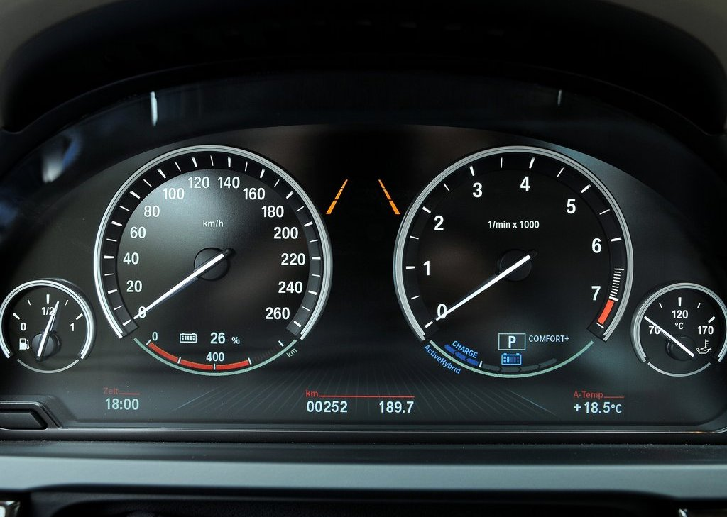 2013 BMW 7 ActiveHybrid Speedometer (Photo 14 of 14)