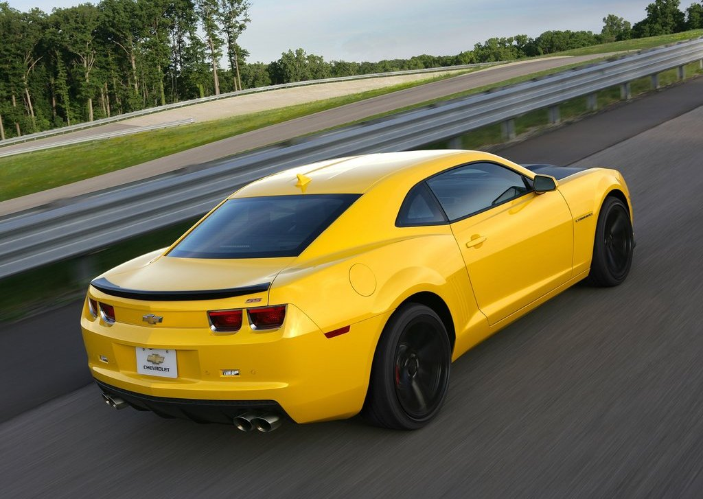 2013 Chevrolet Camaro 1LE Rear Angle (Photo 6 of 8)