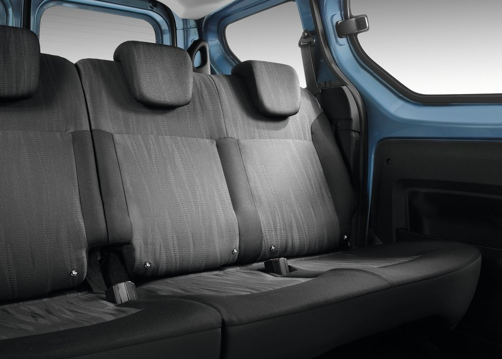 2013 Dacia Dokker Back Seat (View 1 of 17)