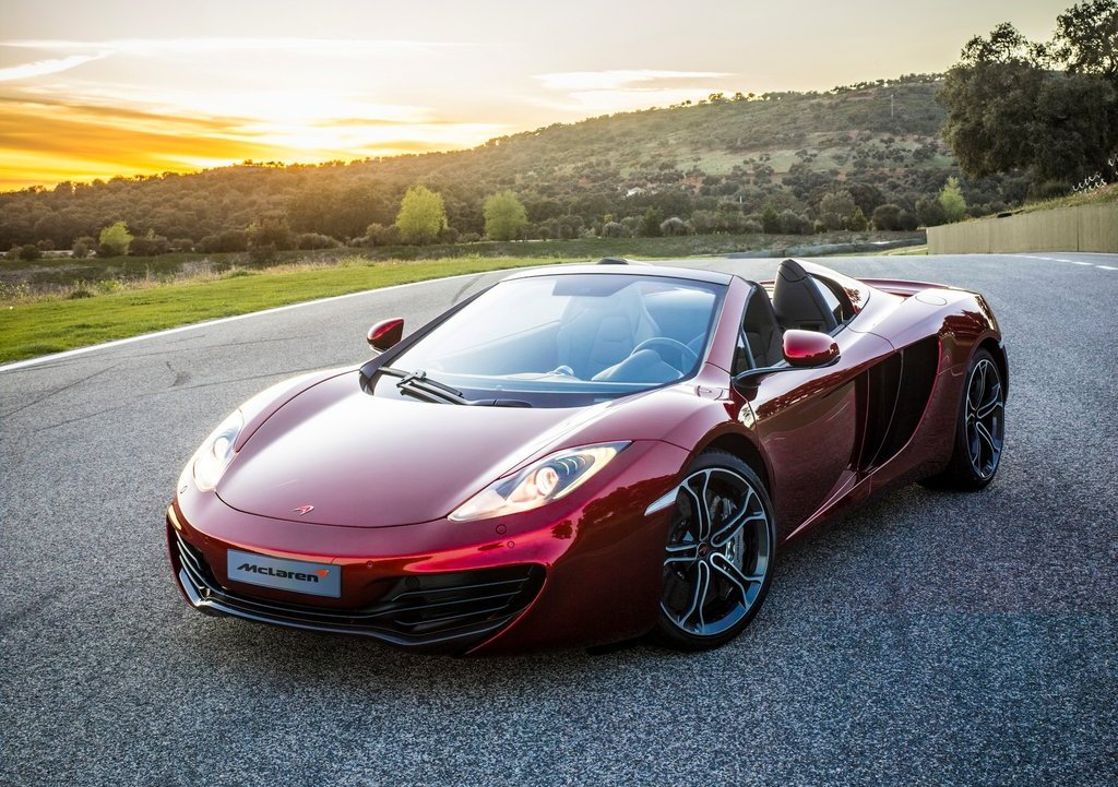 2013 McLaren MP4 12C Spider Front Angle (Photo 2 of 7)