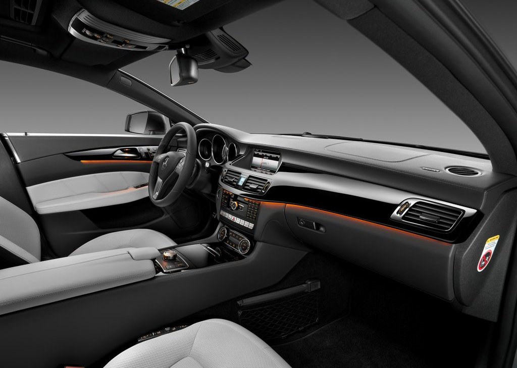2013 Mercedes Benz CLS Shooting Brake Interior (Photo 8 of 18)