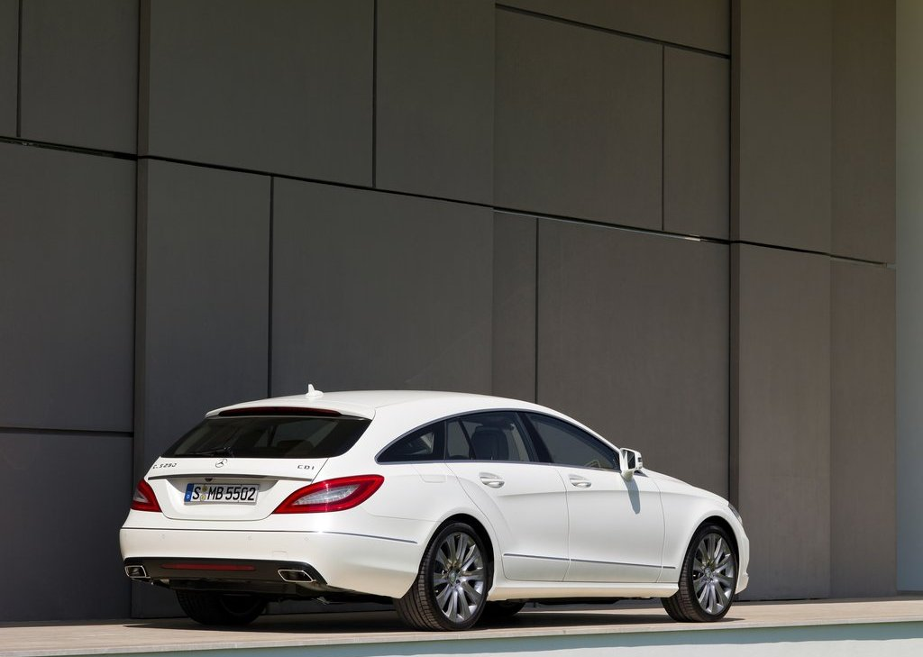 2013 Mercedes Benz CLS Shooting Brake Rear Angle (Photo 13 of 18)