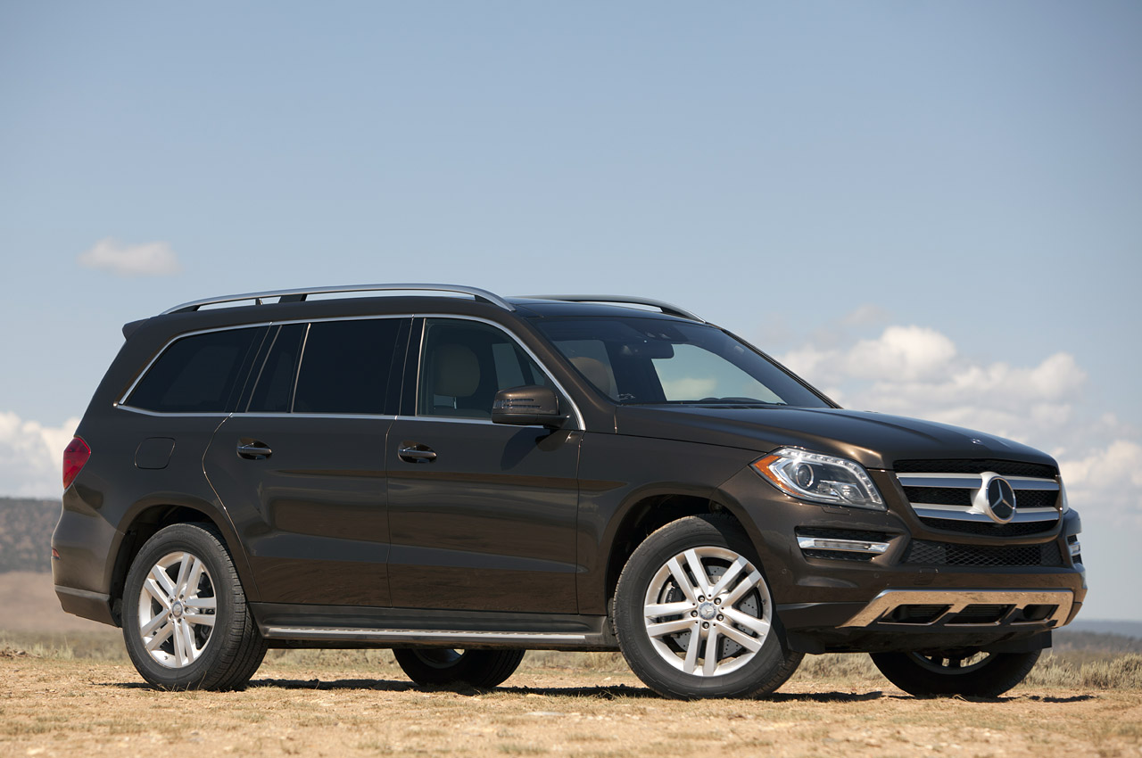 2013 Mercedes Benz GL450 Front Angle (Photo 4 of 13)