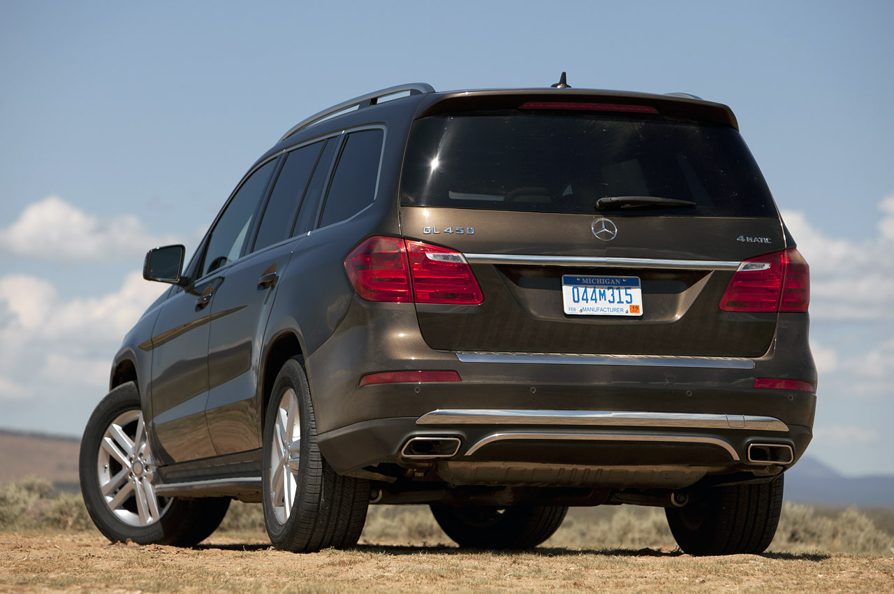2013 Mercedes Benz GL450 Rear Angle (Photo 9 of 13)