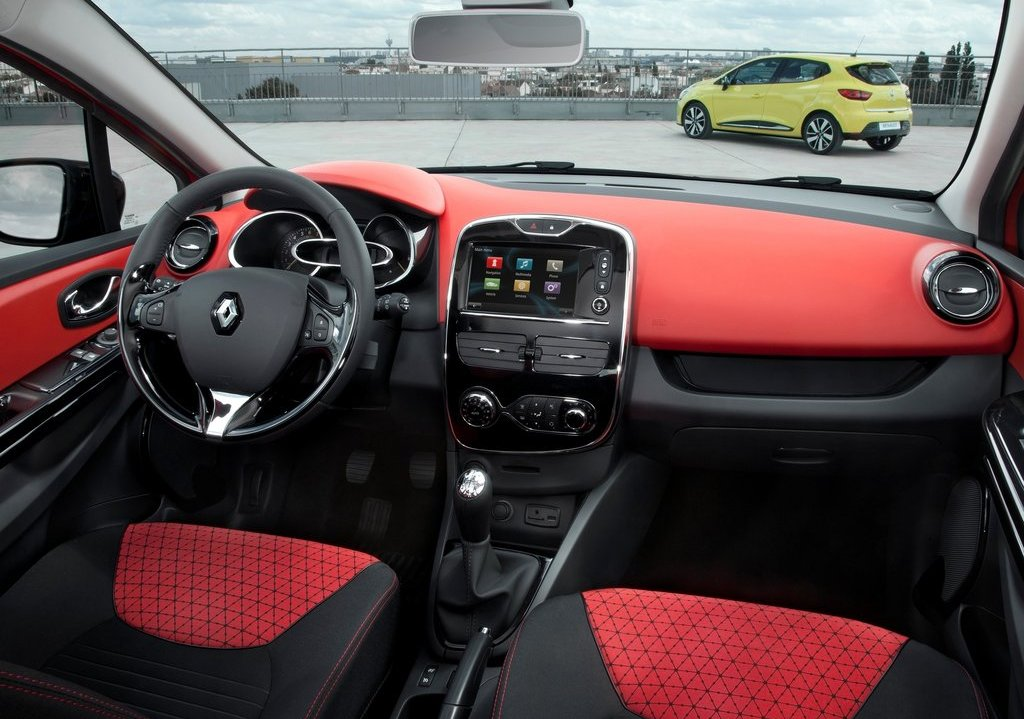 2013 Renault Clio Interior (Photo 11 of 16)