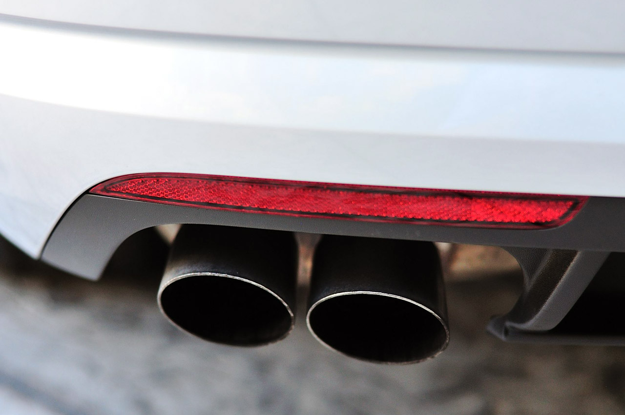 2013 Volkswagen CC Exhaust (Photo 3 of 14)