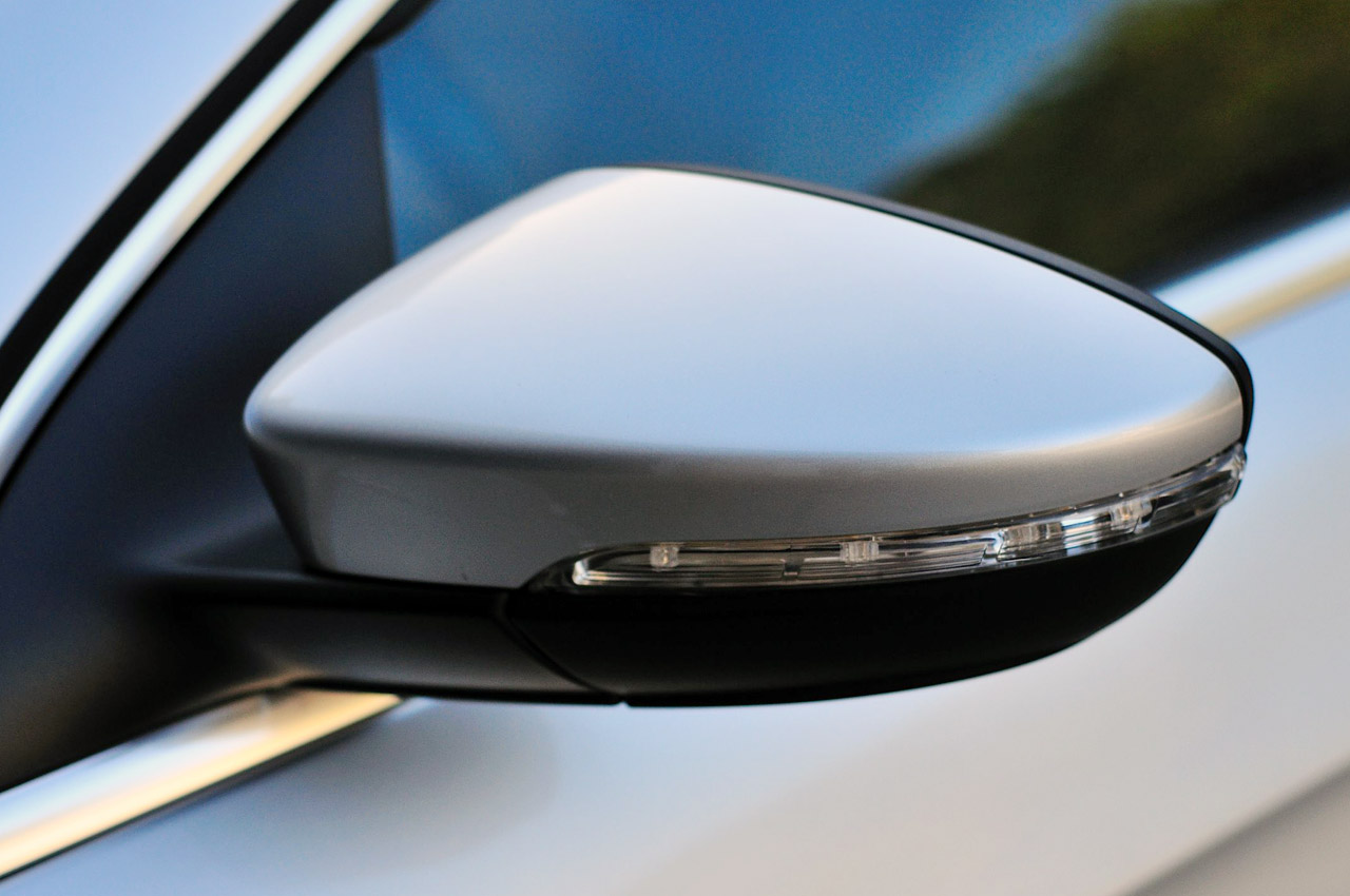 2013 Volkswagen CC Mirror (Photo 8 of 14)