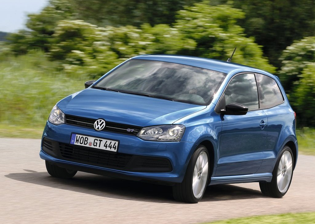 2013 Volkswagen Polo BlueGT Front Angle (Photo 6 of 12)