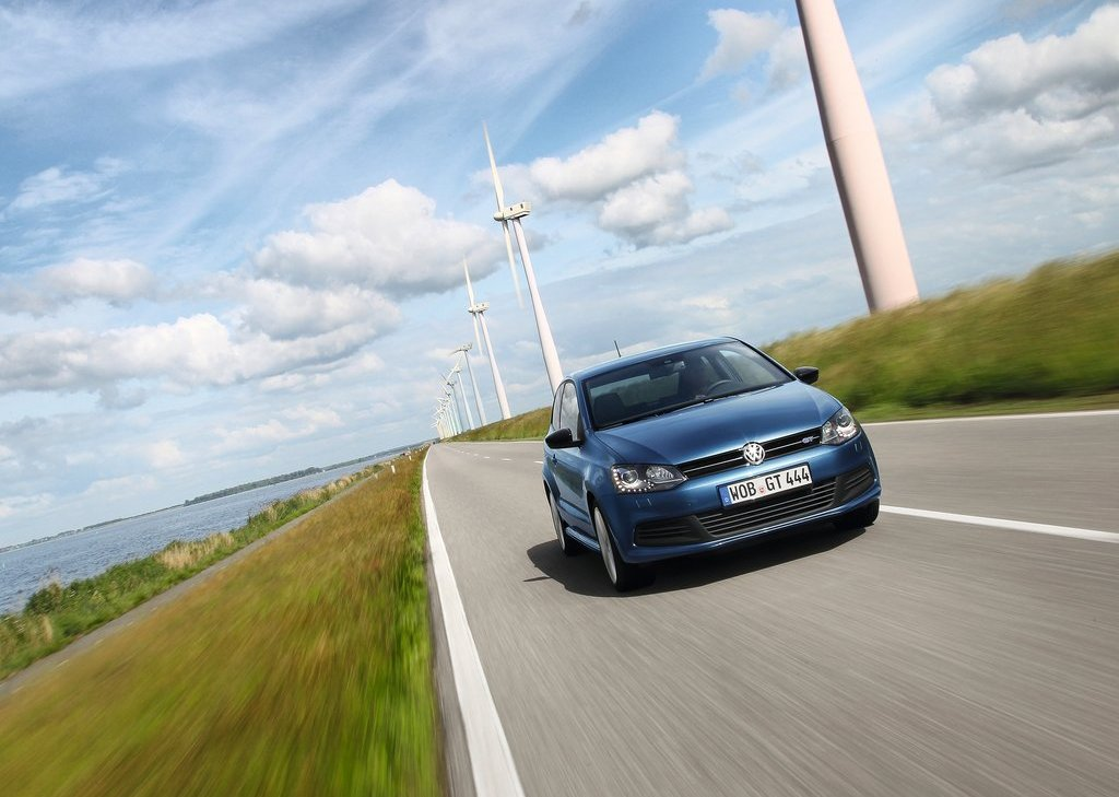 2013 Volkswagen Polo BlueGT Front (Photo 5 of 12)