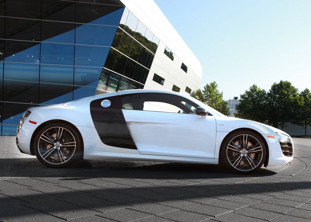 2012 Audi R8 Exclusive Selection Side (Photo 7 of 9)