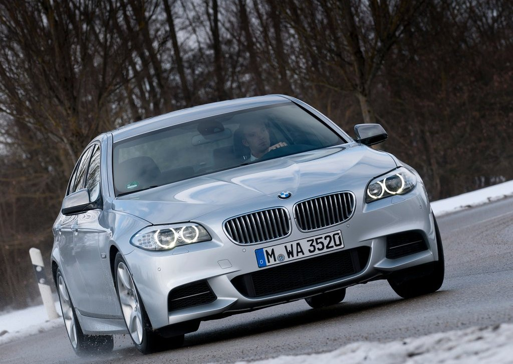 2013 BMW M550d XDrive Front Angle (Photo 6 of 12)