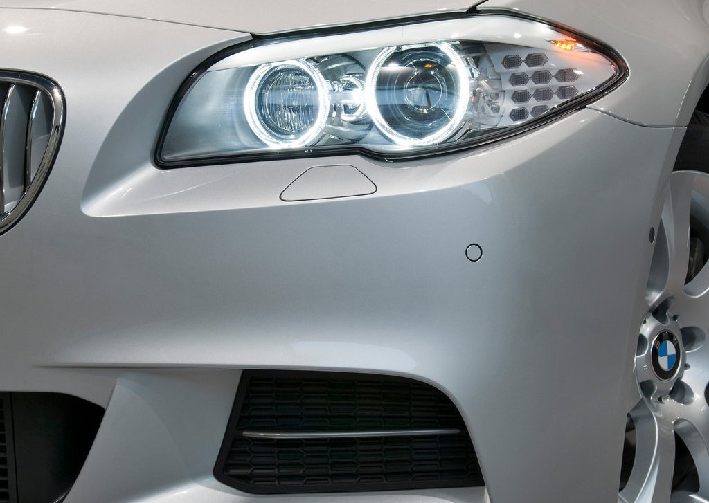 2013 BMW M550d XDrive Head Lamp (Photo 8 of 12)