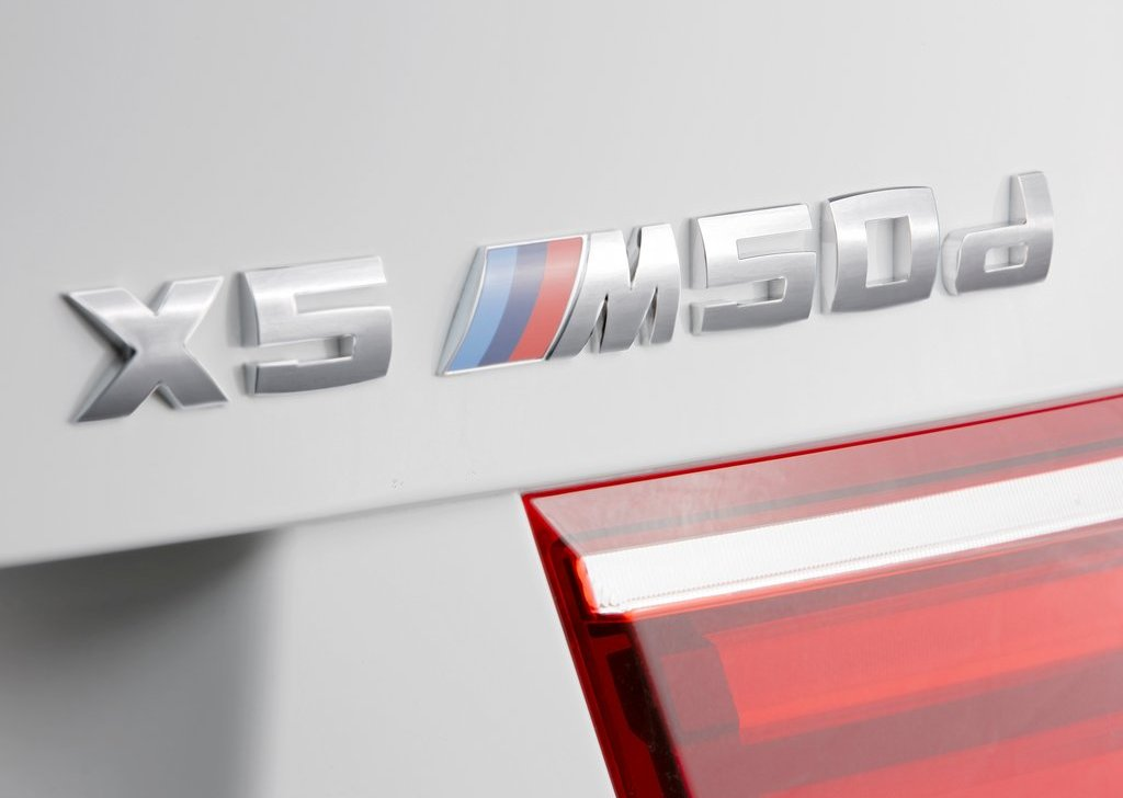 2013 BMW X5 M50d Emblem (View 1 of 6)