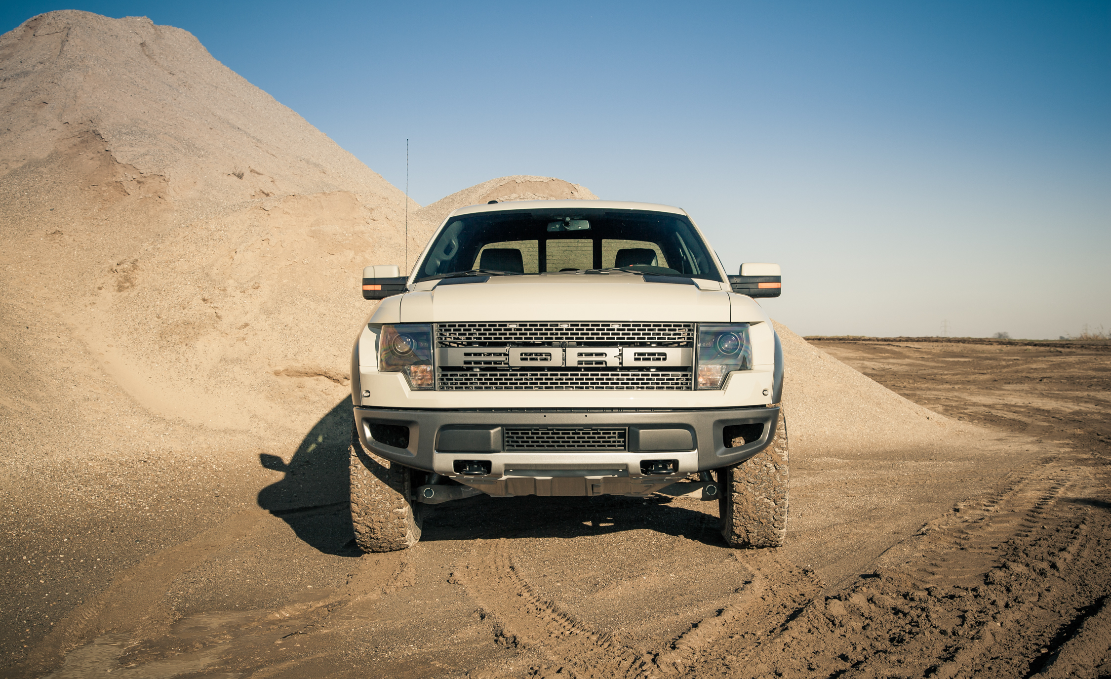 2013 Ford F 150 SVT Raptor Exterior Front (Photo 3 of 39)