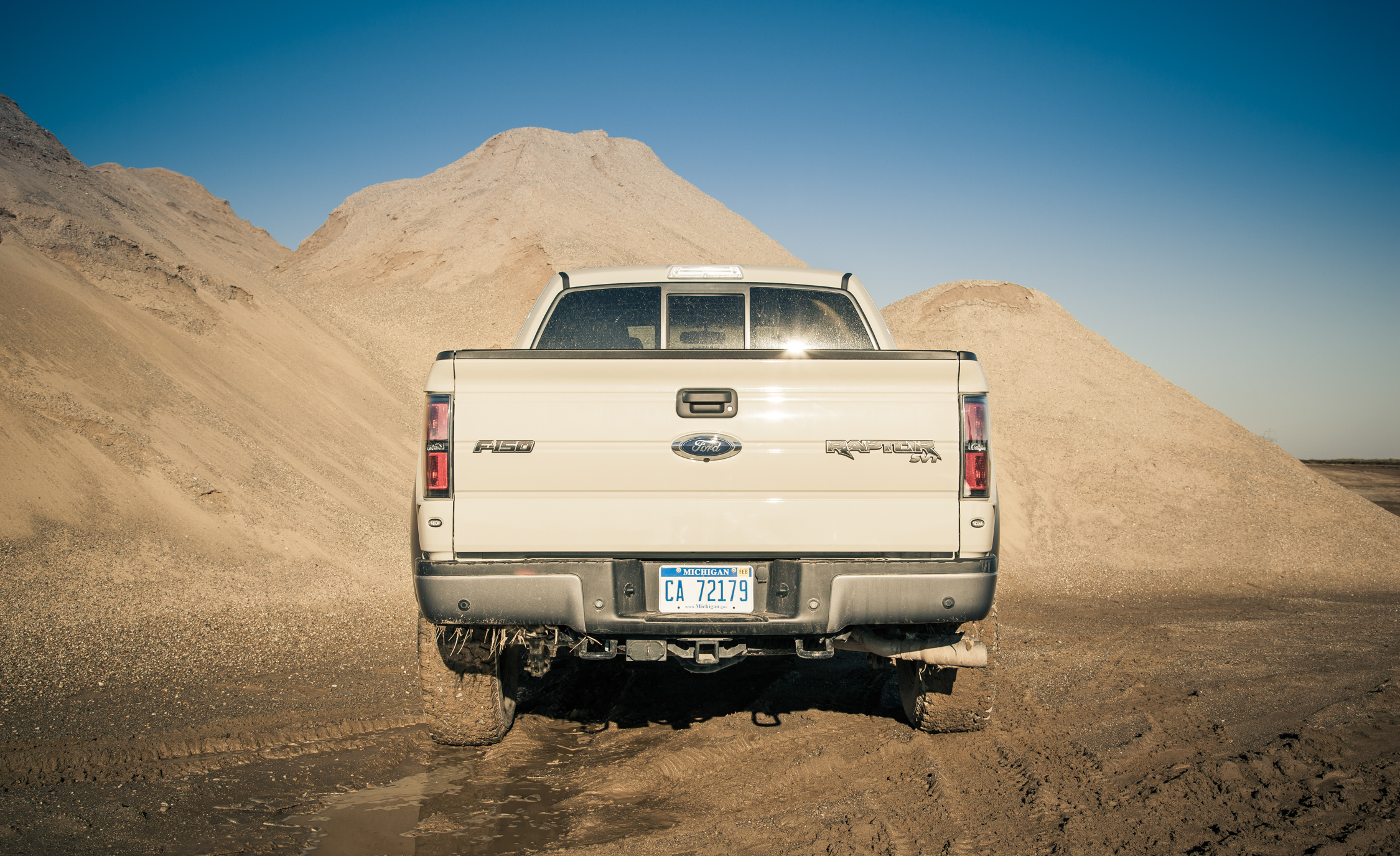 2013 Ford F 150 SVT Raptor Exterior Rear (Photo 4 of 39)